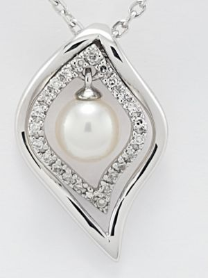 9ct White Gold Diamond and Freshwater Pearl Pendant and Chain